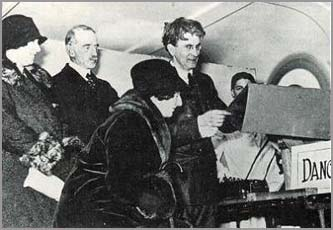 Baird demonstrating television at Selfridges, 1925